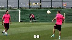 Xavi Hernandez, Sergio Busquets i Andres Iniesta odbijają piłkę • Takie posiadają umiejętności piłkarze FC Barcelony • Zobacz film >> #barca #fcbarcelona #barcelona #football #soccer #sports #pilkanozna