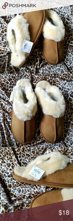 NWT🎉 Shiloh Fuzzy Cognac Slipper Shoes Airwalk Size 8 Original $25, new with tags ★faux suede ★faux fur trim and footbed padded insole, brushed tricot lining and a flexible rubber outsole, hard Sole, perfect for in or out of the house! Air Walk Shoes Mules & Clogs