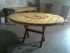 Mesa de carretel; madeira velha; demolição