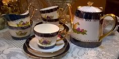 Beautiful hand painted & signed vintage tea set for 6 with teapot