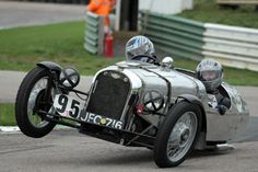 What I imagine would happen with a Morgan 3 wheeler