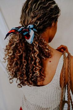 Spring Hairstyles, Scarf Hairstyles, Cool Hairstyles, 1980s Hairstyles, Hairstyles Curly Hair, Braided Hairstyles, Long Curly Haircuts, Curly Bob, Pinterest Hairstyles