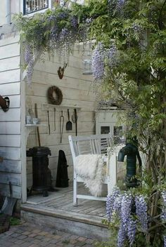 Porch-brocante-wisteria                                                       …