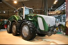 Tractor news and pictures: Fendt Trisix Vario Biggest tractor