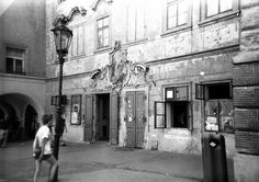 Most authentic pub in Prague, U černého vola. Part of Prague Behind The Scenes walk... www.praguebehindthescenes.com Colourful Buildings, Fairytale Castle, Street Artists, Old Pictures, Czech Republic, Historical Photos, Vintage Images, Behind The Scenes, Black And White