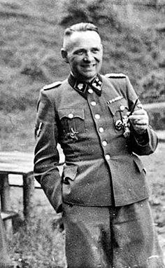Feb 14,1943:Auschwitz,Rudolf Höss issues Garrison Order 3: keep distance from prisoners to prevent spread of typhus