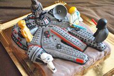 lego cake (Halcon Milienario y figuras lego en fondant)