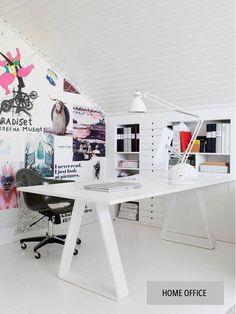 Home office charmoso no sótão.