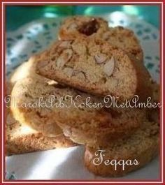 Feqqas zijn Marokkaanse biscuits. Lekker krokant en in veel variaties te maken.Onderstaand een variatie met rozijnen en amandelen.Dit heb je nodig500 gram bloem3 eieren100 ml.
