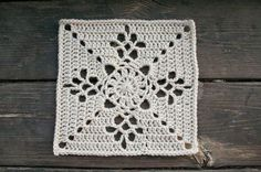 beautiful square plus beautiful joining technique. Joining Crochet Squares, Granny Square Pattern Free, Crochet Square Patterns, Crochet Blocks, Granny Squares, Stitch Patterns, Free Pattern, Crochet Bedspread Pattern, Crochet Snowflake Pattern