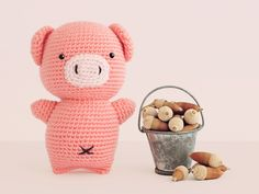 Amigurumi Pig - FREE Crochet Pattern / Tutorial by Jaysan Crochet Pig, Crochet Gratis, Crochet Patterns Amigurumi, Love Crochet, Amigurumi Doll, Crochet Animals, Crochet Dolls, Patch, Crochet Projects