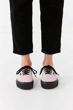 ee9f838ef4a2 Urban Outfitters Vans Authentic Embossed Platform 2.0 Sneaker - W 7 M 5.5  Plimsolls
