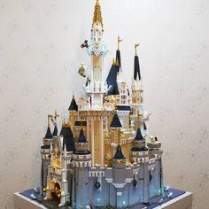 LEGO Disney Castle 360 - HelloBricks Lego Disney Princess, Lego Princesse Disney, Lego Disney Castle, Lego Castle, Arte Disney, Disney Theme, Chateau Disney Lego, Chateau Lego, Castles
