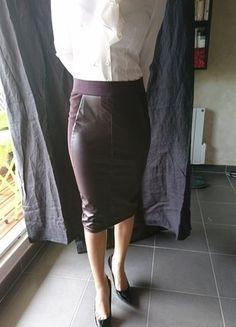 À vendre sur #vintedfrance ! http://www.vinted.fr/mode-femmes/jupes-crayon/33908736-jupe-crayon-tube-marron-bordeaux-t-36-s-simili-cuir