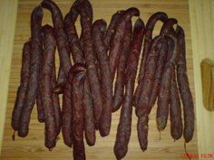 Pfefferbeißer – Partyknacker selbst gemacht The perfect SAUSAGE: …. Pfefferbeißer – party crackers homemade recipe with simple step-by-step instructions: mince with all spices … German Recipes Dinner, French Vegetarian Recipes, Easy German Recipes, French Recipes, Party Crackers Recipe, Homemade Crackers, Bbq Pitmasters, Meat Appetizers, Appetizer Recipes