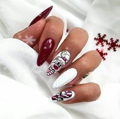 Nail art is certainly not a new trend. On the contrary, nail art has always existed but has never been so widespread. Nail art has transformed from a few d Chistmas Nails, Cute Christmas Nails, Xmas Nails, Holiday Nails, Red Nails, Pedicure Nails, Manicure, Cute Nails, Pretty Nails