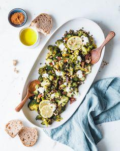 Roasted broccoli with green lentils & Ras el Hanout Lentil Recipes, Diet Recipes, Vegan Recipes, Eat This, Green Lentils, Broccoli Salad, Veggies, Ethnic Recipes, Healthy Food