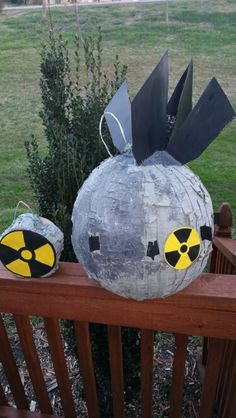 Fallout Pinata Nuclear Bomb/// Use round pinata (I used a pumpkin) add spray paint, acrylic paint, tails and hazard signs. 21st Party, 9th Birthday Parties, Nye Party, 50th Birthday Party, Halloween Party, Party Time, Fallout Theme, Nuclear Bomb, Geek Crafts