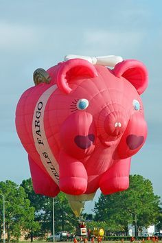 The Wells Fargo Piggy Bank; a special-shape hot air balloon flying at the Ballunar Liftoff festival in Clear Lake, Texas. Balloons And More, Big Balloons, Air Ballon, Hot Air Balloon, Air Balloon Festival, Balloons Galore, Balloon Pictures, Balloon Flights, Balloon Rides