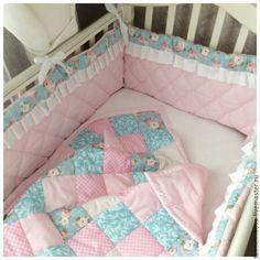 Купить Бортики для кроватки - бледно-розовый, бортики, простынь на резинке, детское лоскутное одеяло