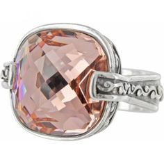 I want this ring so bad. Saw it in the store the other day and can't stop thinking about it.