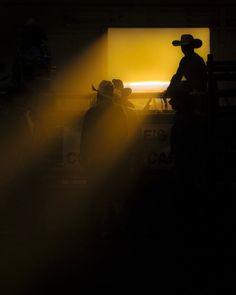 """""""Vaquero en una cinta de luz"""". (Foto y texto por Dylan Brown/National Geographic Traveler Photo Contest)"""