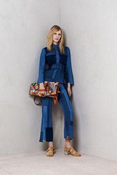 Alexander McQueen Resort 2014 Fashion Show Fashion Week, Fashion Show, Womens Fashion, Fashion Trends, Review Fashion, Fashion Details, Runway Fashion, Fashion Models, Fashion Inspiration
