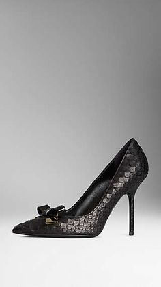 Bow Detail Point-Toe Python Pumps Burberry