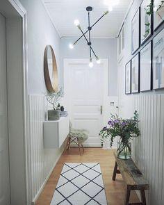 Flur Design, Hall Design, Narrow Hallway Decorating, Home Entrance Decor, Hallway Designs, Condo Living, Apartment Design, Home Decor Bedroom, Interior Design Living Room