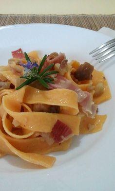 Piatto ricco mi ci ficco!  #passionedolceesalata  http://blog.giallozafferano.it/passioneperilcibo/tagliatelle-alla-zucca-con-porcini/