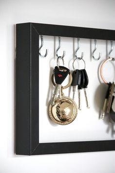 Bigger frame for necklaces? Home Crafts, Diy Home Decor, Diy And Crafts, Interior Design Living Room Warm, Casa Clean, Creation Crafts, Old Doors, Hacks Diy, Diy Furniture