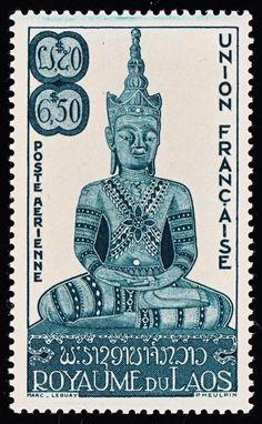 Reino de Laos. Año: 1953. Tema: Ceremonia del Gran Juramento. Serie: Estatuas de Buda. Descripción: Dhyânamudrâ - Estatua de Buda en un gesto de meditación y concentración. Estatua del siglo XVIII de Wat Phra Keo.