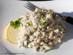 Herings-Häckerle mit Schmand (Recipe in German for Herring with sour creme, apples, capers, egg etc) Ciabatta, Risotto, Potato Salad, Chili, Seafood, Food And Drink, Low Carb, Snacks, Ethnic Recipes