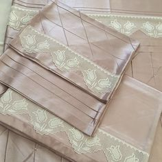 Linens, Wallet, Model, Fashion, Sheets Bedding, Dish Towels, Bed Drapes, Bra, Moda