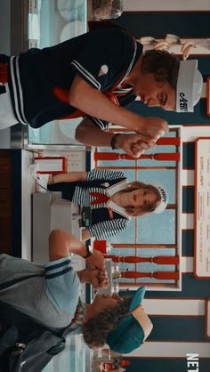 A terceira temporada de Stranger Things chegou com tudo. São recordes e mais recordes de fãs sedentos por maratona. Hahaha!
