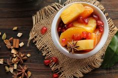 fruit salad and syrup with Christmas spices and vanilla - -Winter fruit salad and syrup with Christmas spices and vanilla - - Fruit Recipes, Fall Recipes, Winter Fruit Salad, Fruit Salads, Brunch, Dessert Aux Fruits, Desserts Fruits, Healthy Snacks, Healthy Recipes