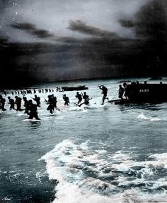 "From Coast Guard-manned ""dea/horse"" landing craft, American troops leap forward to storm a North Africa beach. Nagasaki, Hiroshima, Fukushima, World History, World War Ii, D Day Normandy, D Day Landings, Landing Craft, Foto Real"