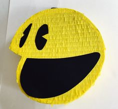 Birthday Celebration Pacman Pinata. Celebración cumpleaños piñata de Pacman o Comecocos. de ArteAnadal en Etsy https://www.etsy.com/es/listing/523930888/birthday-celebration-pacman-pinata