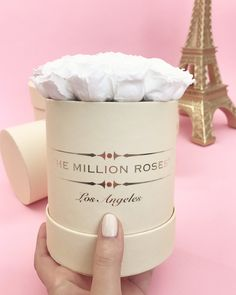 Perfect the art of gift giving with the most beautiful preserved roses - Worldwide delivery on chosen date. Million Roses, Preserved Roses, Luxury Flowers, The Millions, Flower Boxes, Classic Collection, White Roses, Gifts