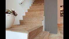 Mooie wijze van bekleden van de trap met visgraat parket
