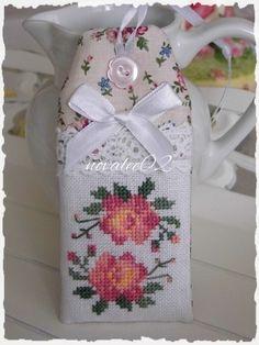Grille n°103 - Point de croix. Scrapbooking. Crochet. Photos etc ... Chez novalee02