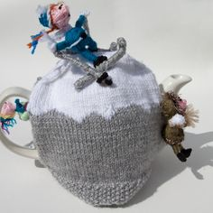 On the Piste Warm up with a cup of tea. This tea cosy is full with winter hobbies, mountain climbing, skiing and even a snowball fight. Handmade and with a unique design. Novelty knitted tea cosy with fleece lining. Knitted Tea Cosies, Snowball Fight, Crochet Kitchen, Tea Cozy, Christmas Tea, Tea Time, Cosy, Knitting, Cozies