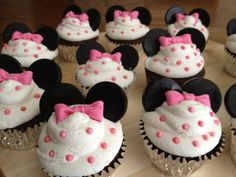 Tortas Minnie y Mickey Mouse Cupcakes Mickey, Minnie Mouse Cupcake Cake, Bolo Da Minnie Mouse, Minnie Mouse Theme, Minnie Mouse Baby Shower, Pink Minnie, Cupcake Cakes, Birthday Cupcakes, Disney Parties