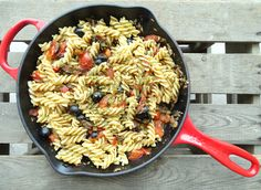 Pasta alla puttanesca alias hoerenpasta Pasta Salad, Ethnic Recipes, Food, Crab Pasta Salad, Meal, Eten, Cold Noodle Salads, Meals, Noodle Salads