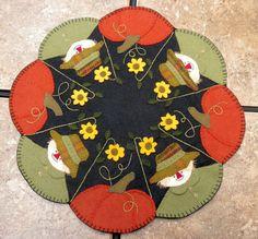 Scarecrow/pumpkin candle mat