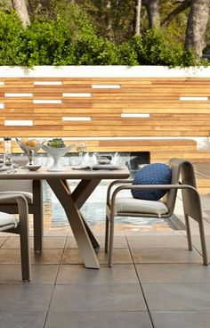 Open for dinner. Fluid, seamlessly curving lines and open sides create visual space. Paired with an architectural base of pure intersecting angles. | Porta Forma Modern Outdoor Living, Modern Outdoor Furniture, Luxury Home Decor, Luxury Homes, Outdoor Restaurant, Outdoor Spaces, Outdoor Decor, Architecture, Arbors