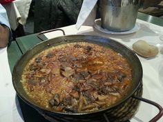 Arroz con venao y setas silvestres Iron Pan, Pork, Meat, Kitchen, Wild Mushrooms, Rice, Meals, Kale Stir Fry, Cooking