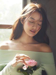 [Fashion] 신민아 주얼리 화보 공개, '봄여신'의 우아한 자태!