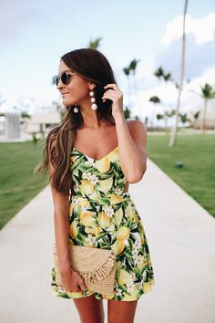 The most feminine lemon dress with side cutout for your next beach trip! Spring Summer Fashion, Spring Outfits, Autumn Fashion, Dress Outfits, Cute Outfits, Fashion Dresses, Looks Style, My Style, Outfits Plus Size