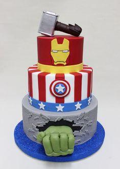 TORTA DE TRES PISOS  TEMATICA MARVEL AVENGERS Superhero Birthday Cake, Avengers Birthday, Cupcakes, Cupcake Cakes, Pastel Avengers, Avengers Party Decorations, Avenger Cake, Strawberry Shortcake Party, Party Cakes